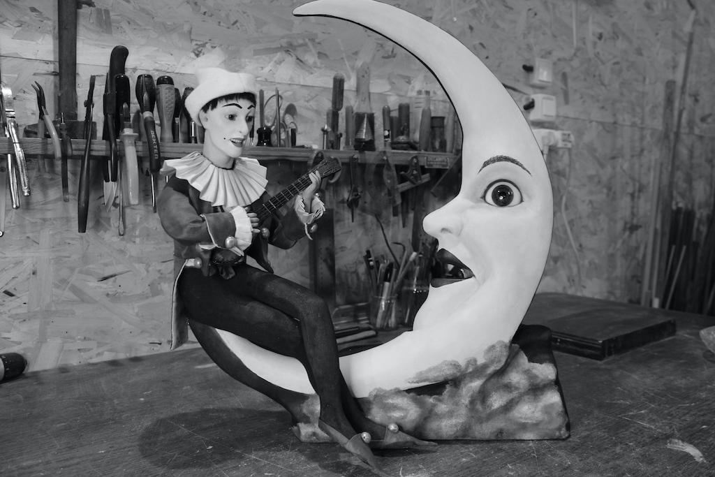 Automate : Pierrot donnant aubade à la lune